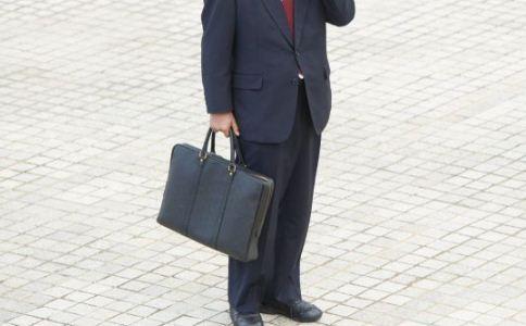 男人如何挑选合适的包包 怎么挑选合适的公文包 男士怎么挑选公文包
