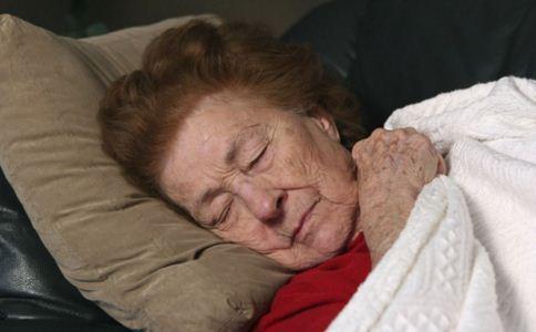 老年斑是什么原因造成的 怎么预防老年斑 老年斑怎么办