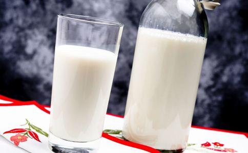 早上空腹喝牛奶好吗 如何正确喝牛奶 喝牛奶的好处