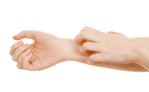 慢性荨麻疹是否可以治愈 中医如何治疗慢性荨麻疹 慢性荨麻疹可以治愈吗