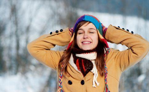 手脚冰冷怎么办 手脚冰冷吃什么 手脚冰冷怎么改善