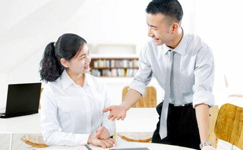 办公室恋情要注意什么 办公室恋情的注意事项 办公室恋情怎么处理