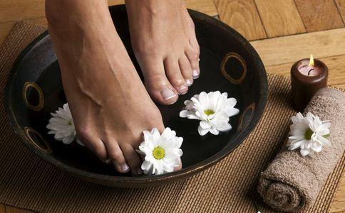 花椒泡脚的好处 花椒泡脚注意什么好 花椒泡脚注意哪些事