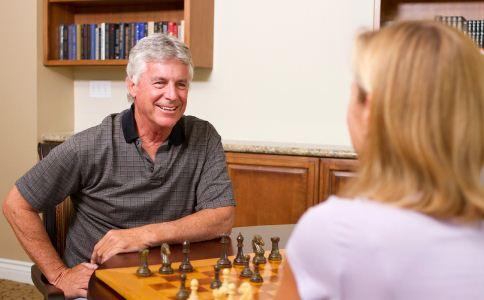 男人到了更年期有哪些症状 更年期的男人有什么表现 更年期的男人该如何实现自我保健