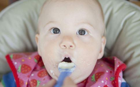 怎样给宝宝添加辅食 宝宝辅食添加顺序 宝宝辅食添加注意