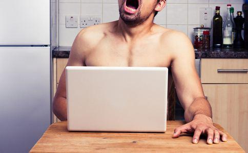 裸露狂闯进高校女寝 露阴癖的原因 如何应对露阴癖