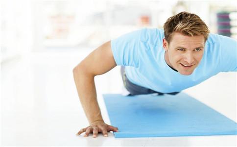 俯卧撑锻炼胸大肌 俯卧撑怎样练胸大肌 锻炼胸大肌的动作