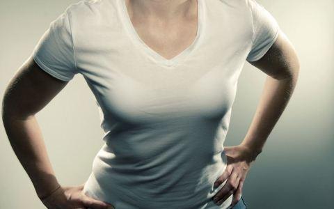 哪些行为会伤害乳房 乳房下垂是怎么回事 乳房大小不对称是什么原因