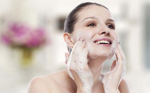 脸上毛孔粗大怎么办 如何收缩脸部毛孔 如何改善毛孔粗大问题