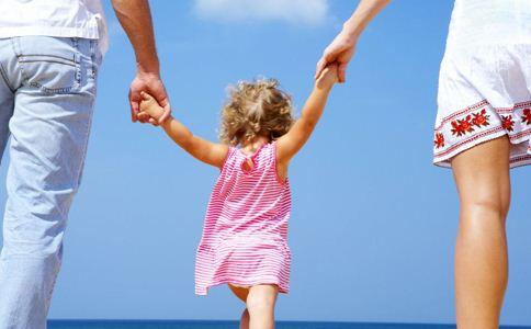 小孩脚臭怎么办 脚臭的原因 如何治疗小孩脚臭