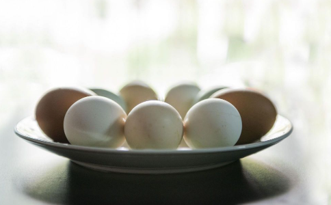 哪种鸡蛋不能吃 吃完鸡蛋后不能吃什么 如何挑选新鲜鸡蛋