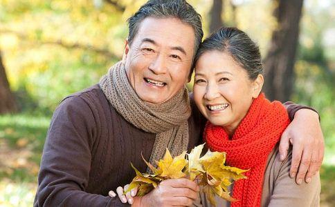 秋冬季节老人怎么穿衣 老人冬季穿什么衣服好 老人秋冬怎么穿衣