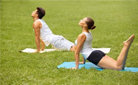 男人练瑜伽好不好 适合男人的瑜伽 男人练瑜伽的好处