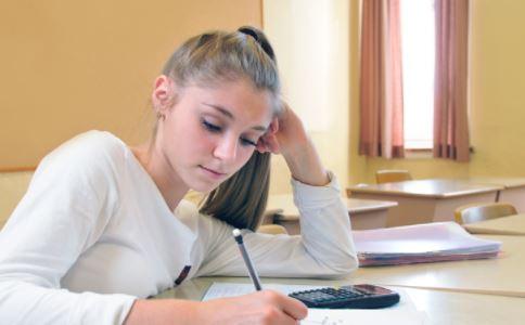青春期女生为什么胸小 青春期女生胸小怎么办 青春期怎么促进乳房发育