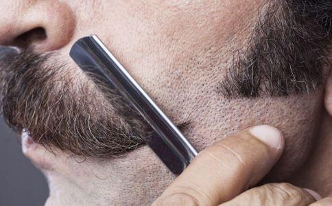 怎么挑选合适的剃须刀 男人的剃须刀该怎么挑选 怎么挑选男士剃须刀