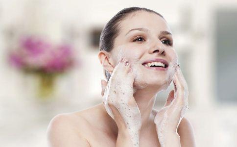 油性皮肤如何去油 油性皮肤怎么控油 油性皮肤控油的方法