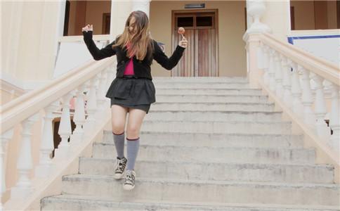 台阶提踵怎么做 台阶提踵的方法 男人提踵的好处