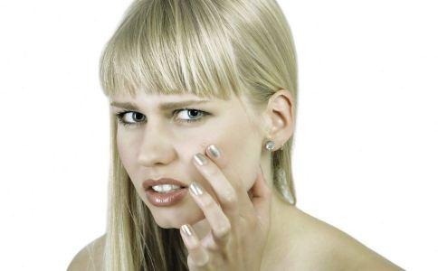 脸上长痤疮的原因是什么 怎么去除脸上的痤疮 怎么祛痘