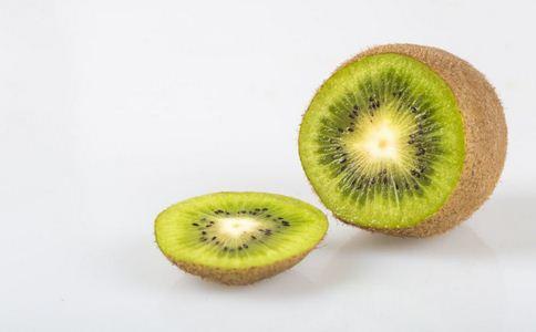 嘴唇干裂吃哪些食物 嘴唇干裂吃什么好 嘴唇干裂适合吃的食物有哪些