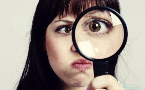 眼部皮肤过敏有哪些特征 眼部皮肤过敏怎么办 眼部皮肤过敏用什么药