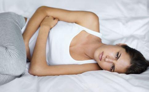 女性白带增多是怎么回事 女性小腹坠痛是怎么回事 小腹痛白带多且腰痛是什么原因