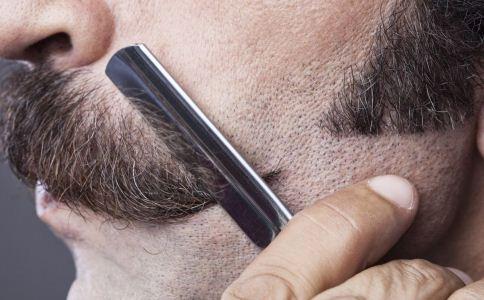使用剃须刀的时候该注意什么 使用剃须刀有哪些注意事项 怎么剃须比较好