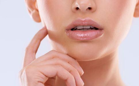 秋季怎么護唇 秋季怎么保養唇部 怎么選擇適合自己的潤唇膏