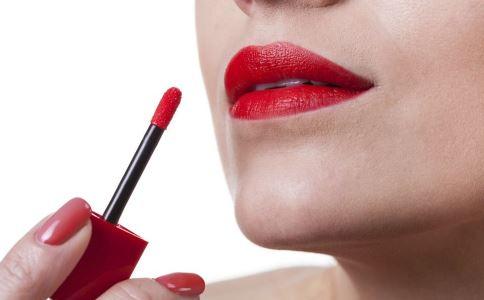 口红对女人有巨大危害 甚至还会致癌?