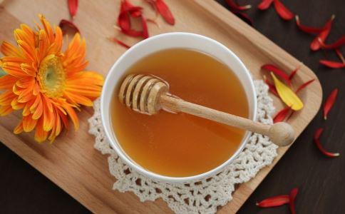 蜂蜜的养生作用 蜂蜜和什么搭配效果好 蜂蜜怎么吃