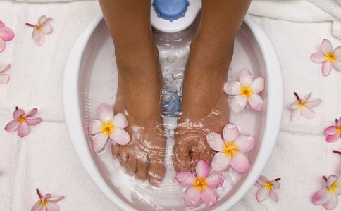泡脚的禁忌有哪些 泡脚的注意事项 怎么泡脚效果好