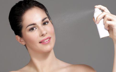 秋季该怎么防止皮肤过敏 怎么防止皮肤过敏 怎么给自己的肌肤保湿