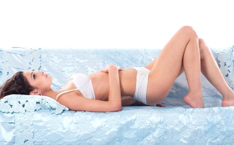 女性尖锐湿疣早期症状是什么样的 尖锐湿疣要怎么治疗 鉴别尖锐湿疣的方法有哪些