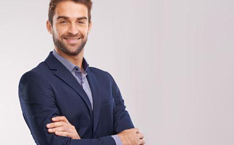 职场穿衣的禁忌有哪些 怎么挑选合适的西装 什么样颜色的西装好看