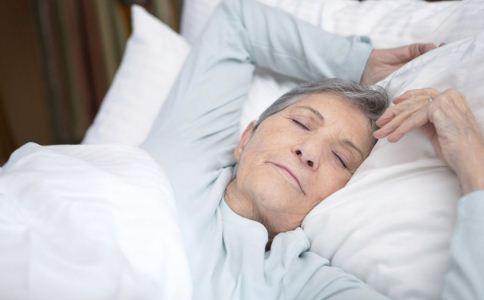 老人睡什么枕头好 老人如何选择自己的枕头 哪些枕头适合老人
