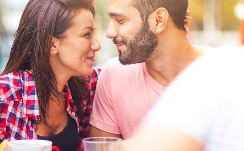 情侣间如何维系感情 情侣间该怎么相处 情侣间如何建立信任感