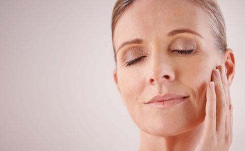 换季皮肤会出现什么问题 换季皮肤保养 冬季正确护肤步骤