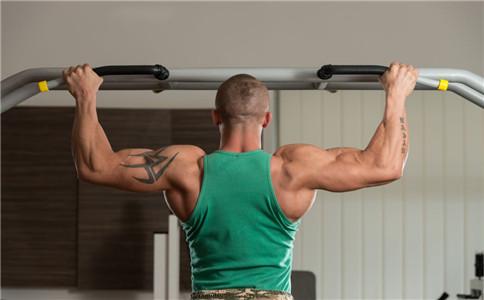 拉力器直臂下压 拉力器练背阔肌 怎么锻炼背阔肌