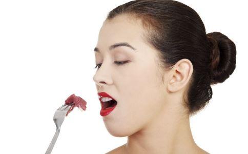 嘴唇过白是怎么回事 嘴唇过红怎么办 嘴唇发黑是病吗