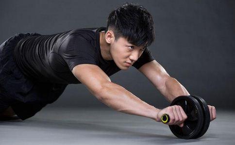 男人健身的好处有哪些 男人健身可以提高性功能吗 男人健身要注意什么