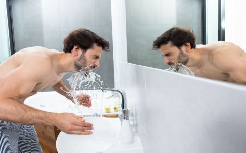 男人补水的方法有哪些 哪些方法可以补水 吃什么可以补水