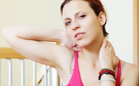 怎样去除颈纹 去除颈纹的方法 颈纹是什么