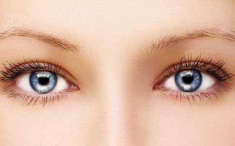 右眼取出3枚隐形眼镜 如何正确使用隐形眼镜 隐形眼镜的使用方法