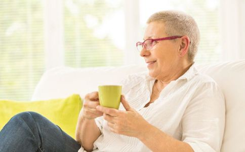 老人怎么喝水好 老人喝水的好处有哪些 老人怎么喝水好