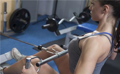 拉力器能练背肌吗 坐姿拉力器划船 拉力器如何使用