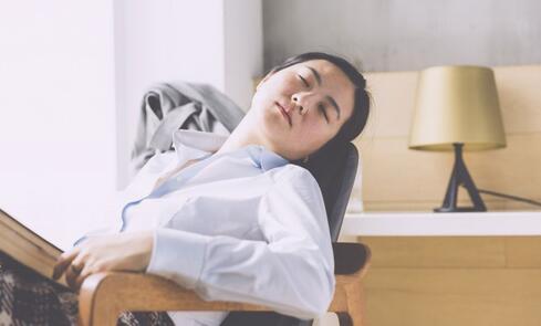 午休姿势不对要做手术 如何午睡才健康 健康午睡的方法