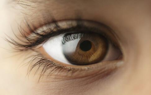 电脑屏幕垫高易患干眼症 什么是干眼症 干眼症的原因