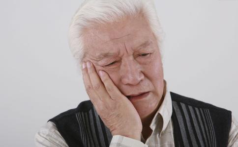 老人做什么动作可以养生 老人做什么运动好 老人运动的注意事项