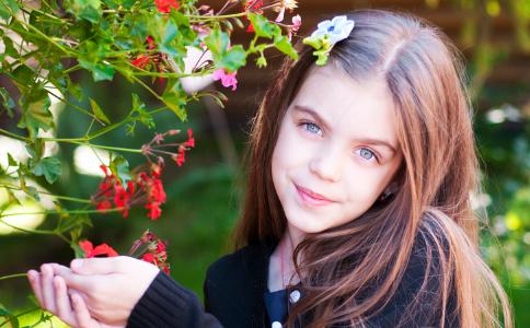 不同年龄的女性在秋冬季有不同的方法来保持健康。
