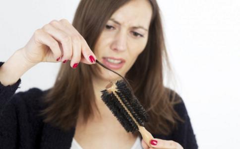 吃什么防止掉发 冬天掉头发多怎么办 掉头发的主要原因