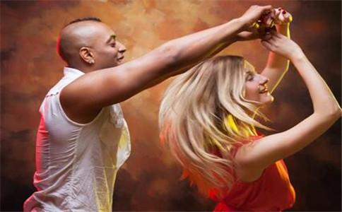 怎样跳好摩登舞 跳摩登舞的好处 摩登舞基本动作要领